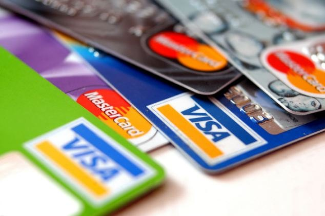 Can 9 credit cards really be thicker than the Apple tablet?